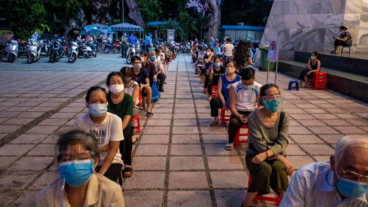 Остават ограниченията заради коронавируса в най-големия виетнамски град