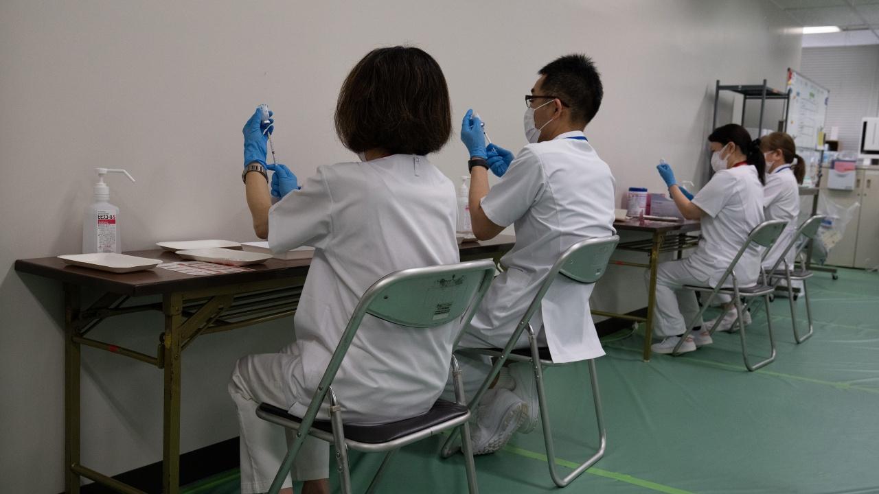 За седем месеца Япония ваксинира срещу COVID-19 над половината си население