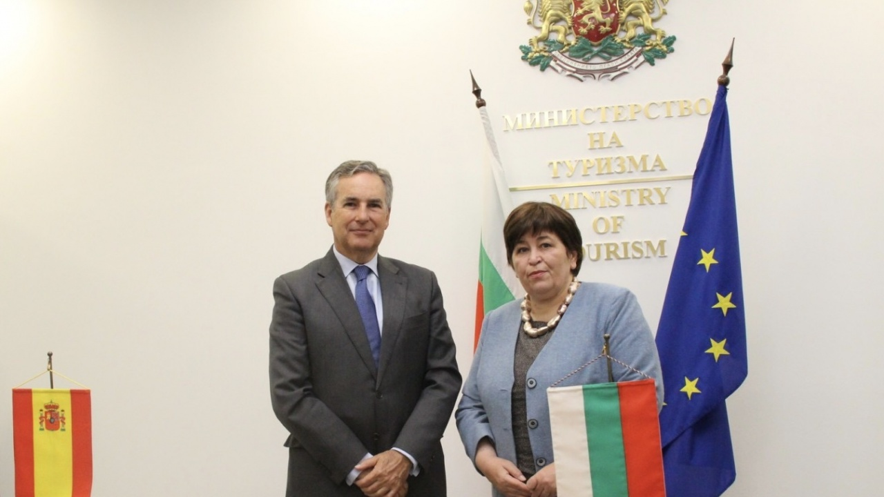 Министър Балтова разговаря с Алехандро Поланко Мата, посланик на Кралство  Испания в България