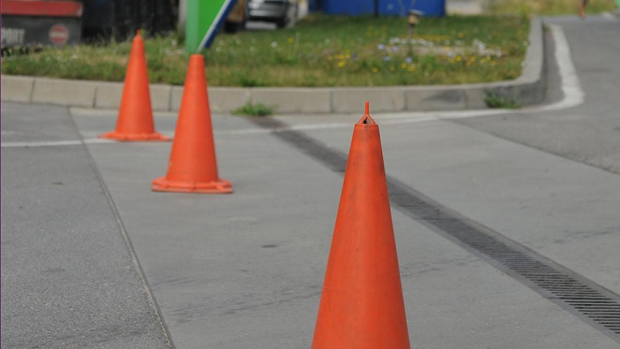 Общински съветник от ДБ в София: АПИ е платила 1,25 млн. лв. за местене на конуси по пътя София-Перник