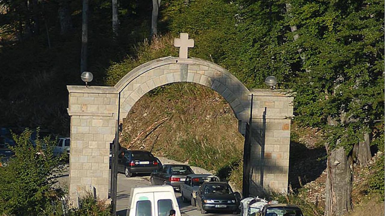 Хиляди вярващи се събират на Кръстова гора