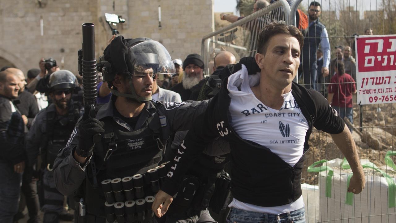 Палестинец рани с нож двама израелци близо до автогарата на Ерусалим