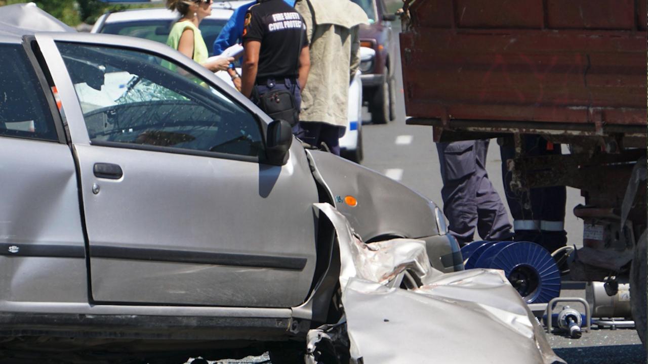 Висока скорост и техническа неизправност убиха баща и две деца в мелето в Айтос?