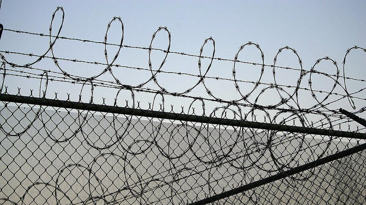 Година и 11 месеца затвор за мъж, опитал да напусне страната, скрит в багажник