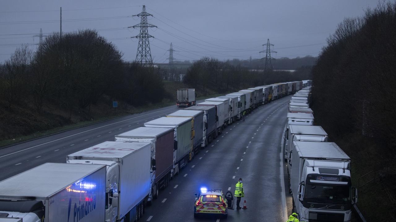 Великобритания отлага прилагането на предвидения контрол на вноса след Брекзит