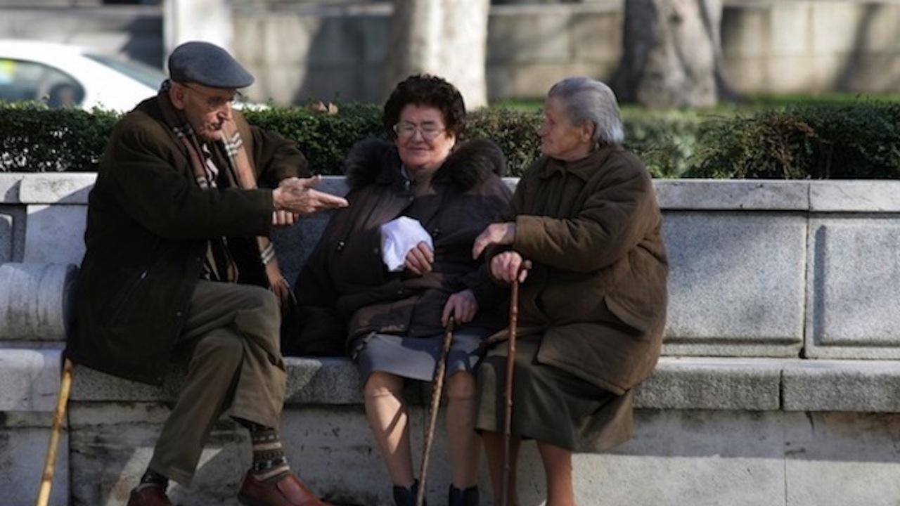 Хиляди пенсионери са ощетени с парите си за старост