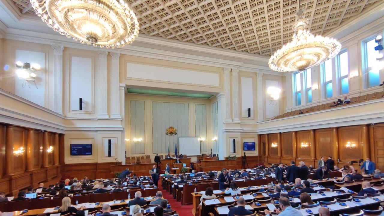 46-ят парламент днес ще заседава за последно
