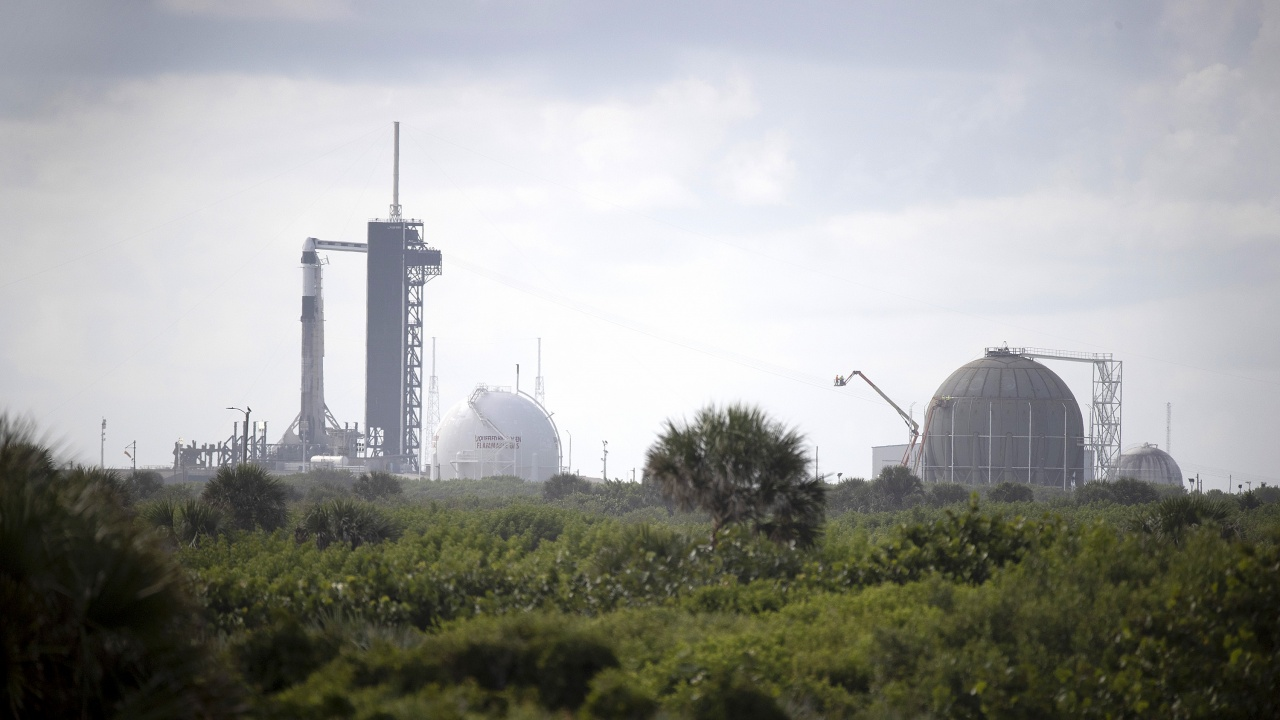 Космическите туристи на Space X са спокойни преди наближаващия полет