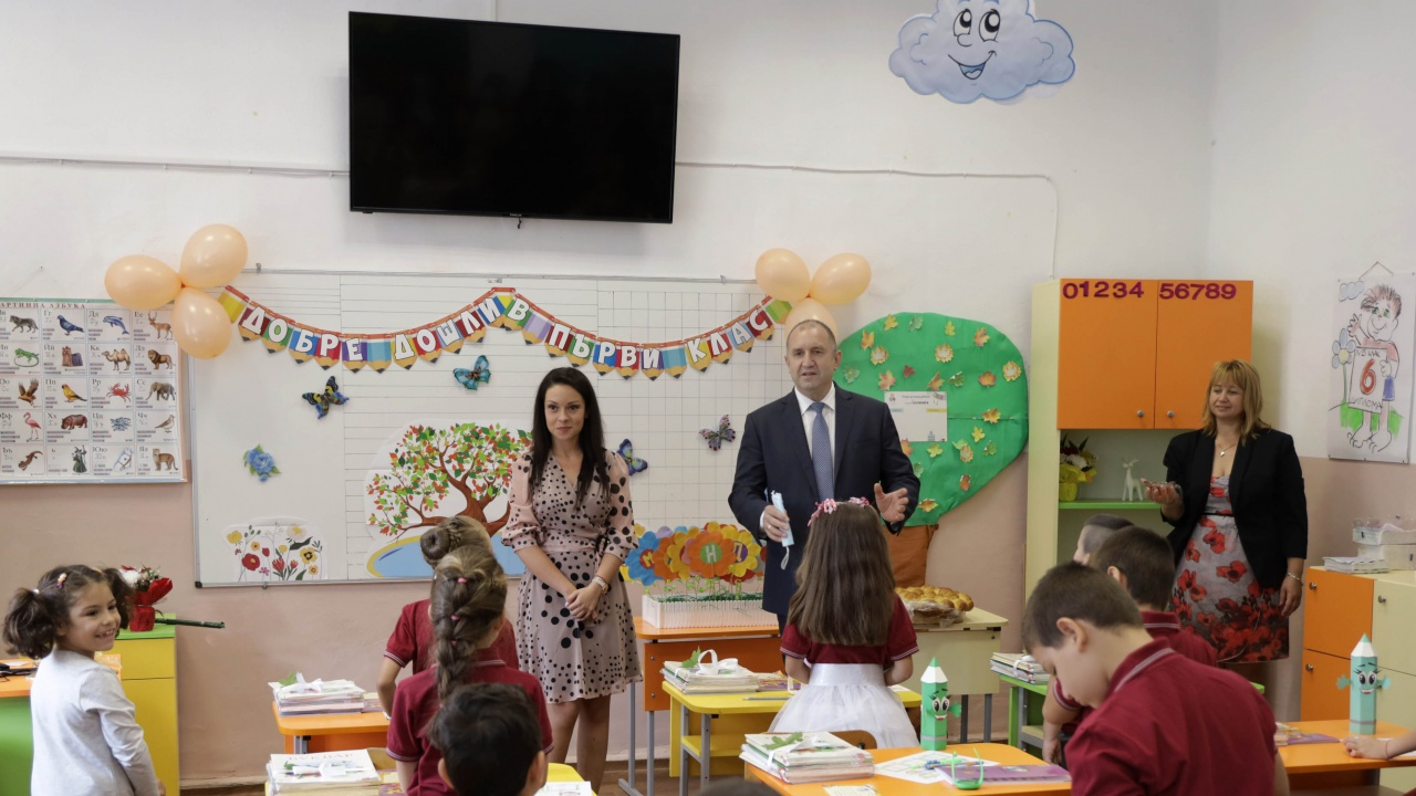 Радев: Българското училище е свято място, където нашите деца се превръщат в осъзнати личности