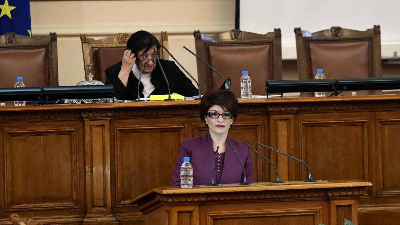 Десислава Атанасова: Щетите, които нанесоха и 45-то и 46-то НС върху парламентаризма, ще се помнят дълго