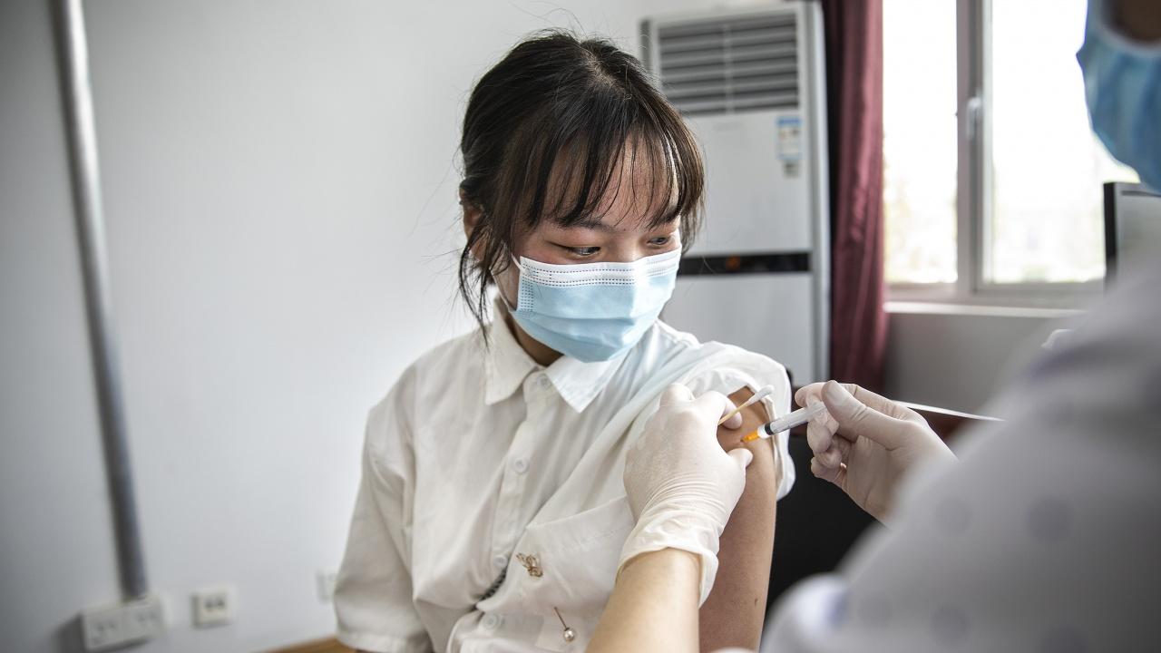 Китай е ваксинирал напълно 91% от учениците на възраст от 12 до 17 години