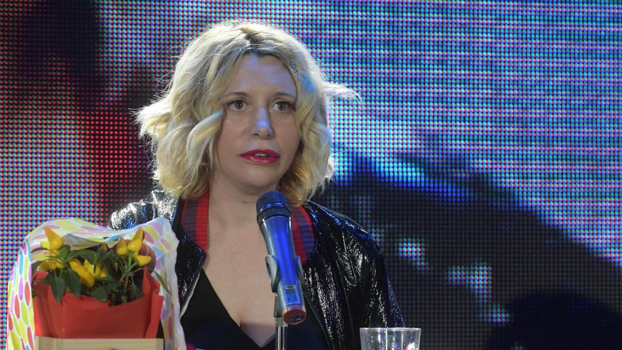 Ваня Щерева разгорещи мрежата само по китара