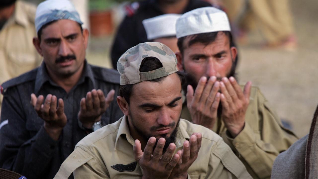 Висш талибански командир обеща да смаже дисидентите в Афганистан