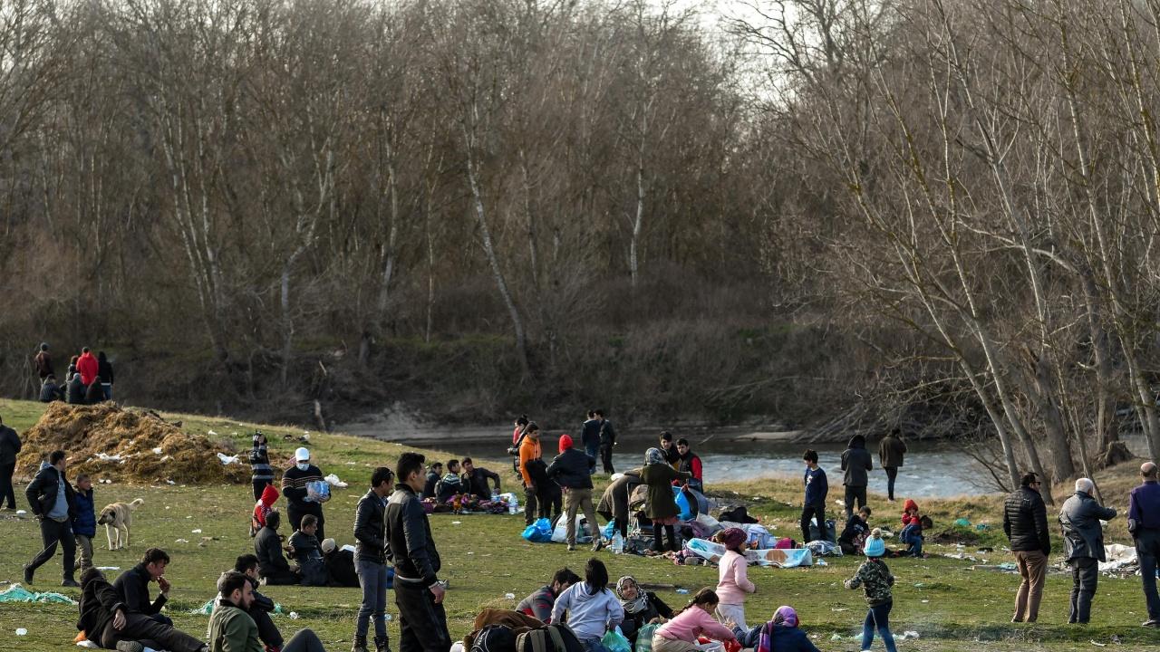Засилен мигрантски натиск по границите с Турция и Гърция