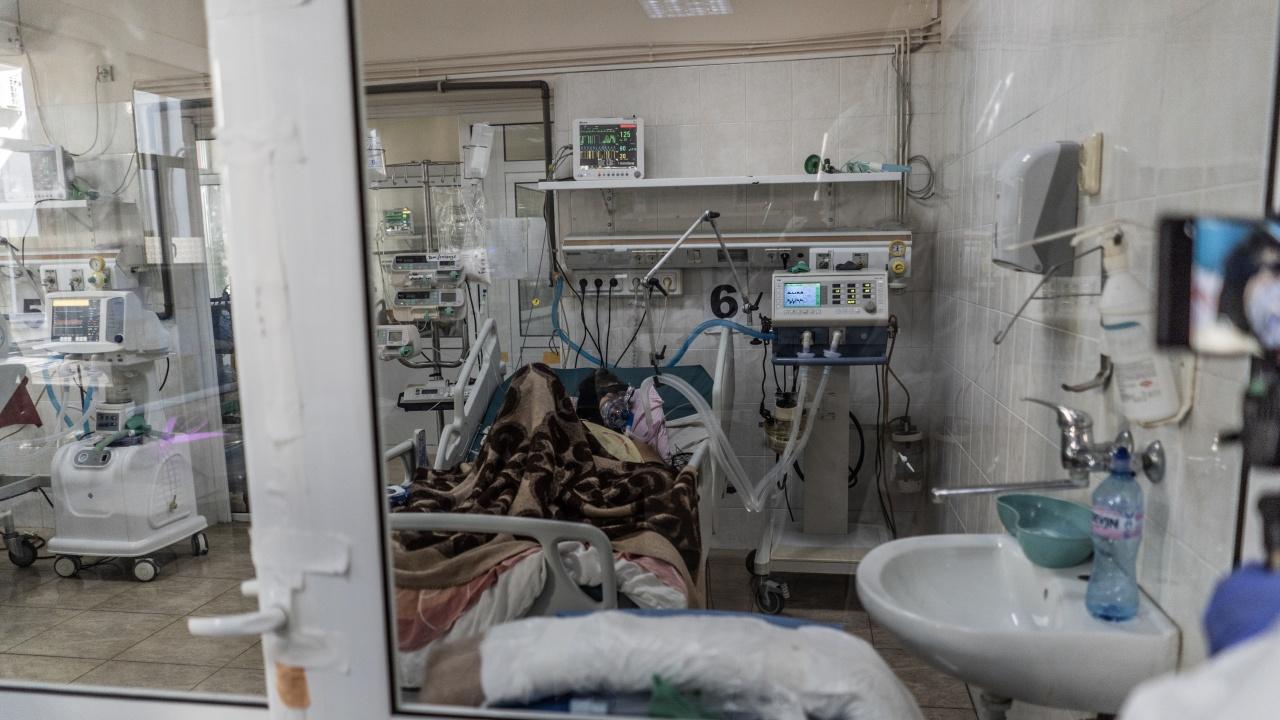 COVID-19 уби двама за денонощието в Хасковско