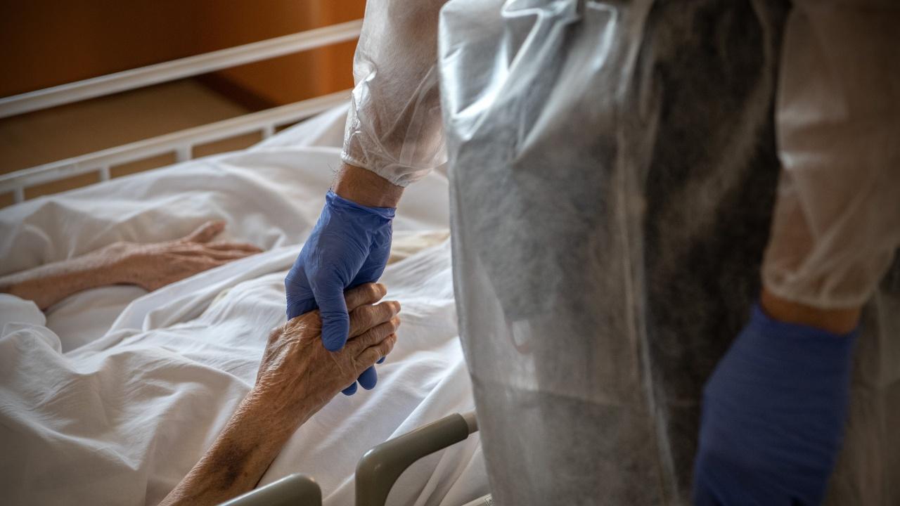 София с пъти повече заразени с COVID, хора със сърдечни заболявания са основните жертви за последните 24 ч.