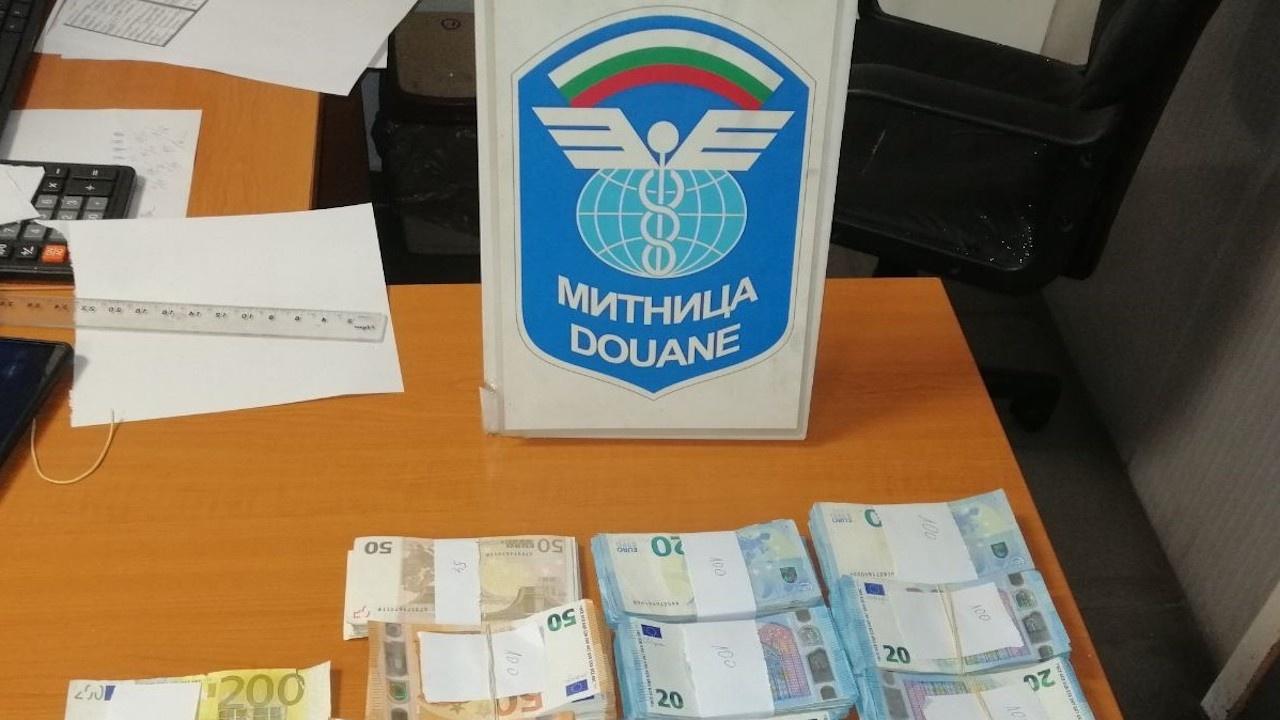 Удар от недекларирана валута за над 850 000 лева