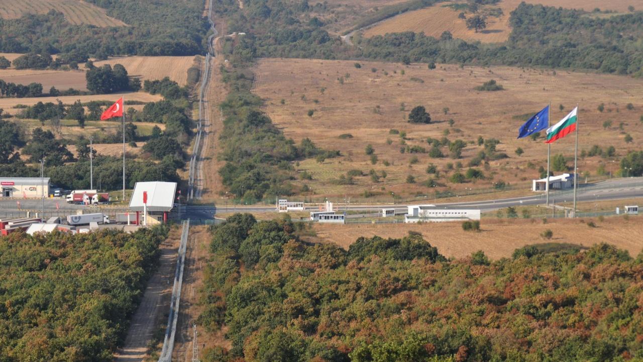 Поддръжката и охраната на оградата по турската граница преминава изцяло към МВР