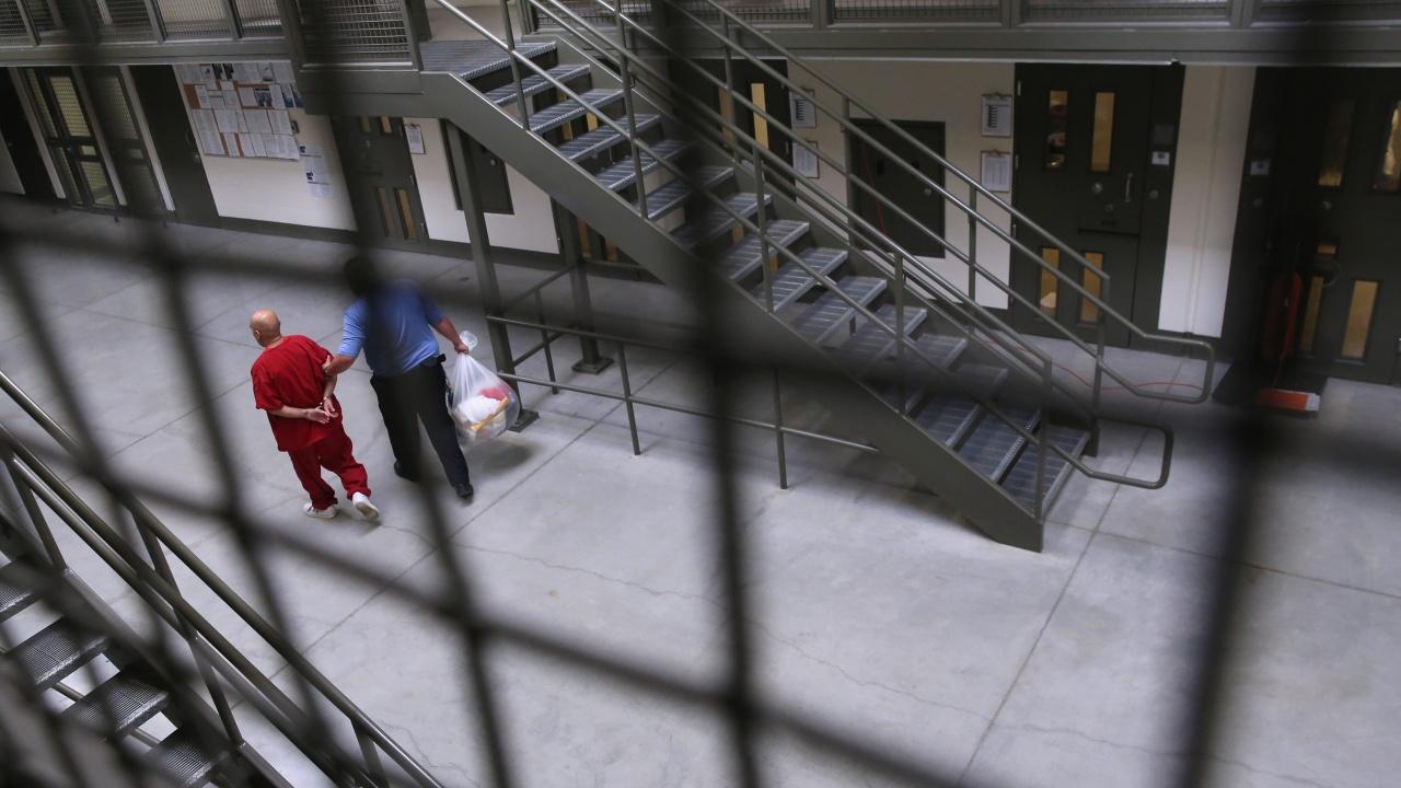 Един от най-големите доставчици на детскo порно беше осъден на 27 години затвор