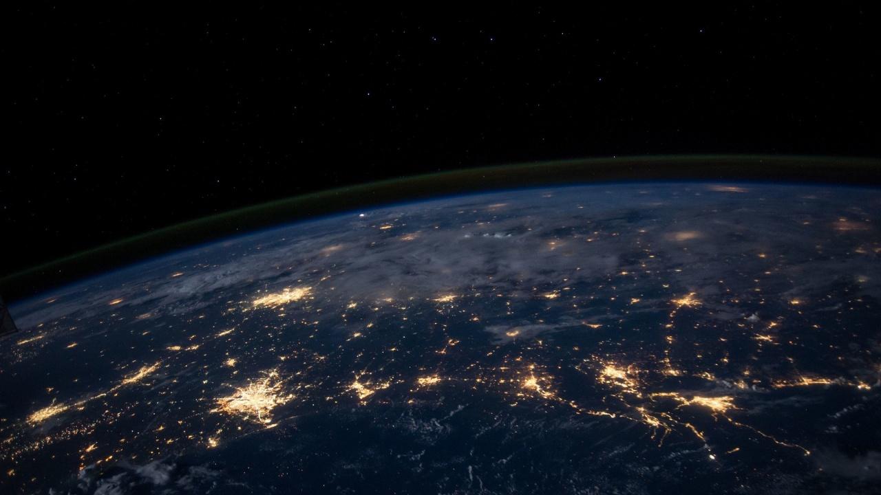Космическите туристи на Space X обиколиха 5,5 пъти Земята