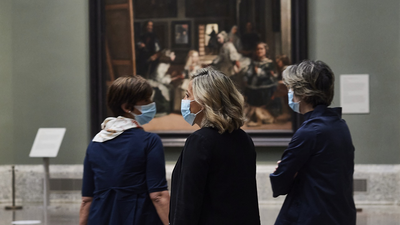 Официално: Нидерландия въвежда COVID пропуск за посещения в баровете, театрите и музеите