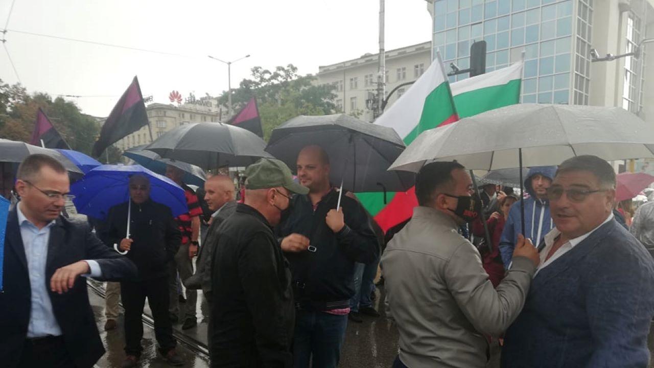 Активисти на ВМРО блокираха за кратко кръстовище в центъра на София