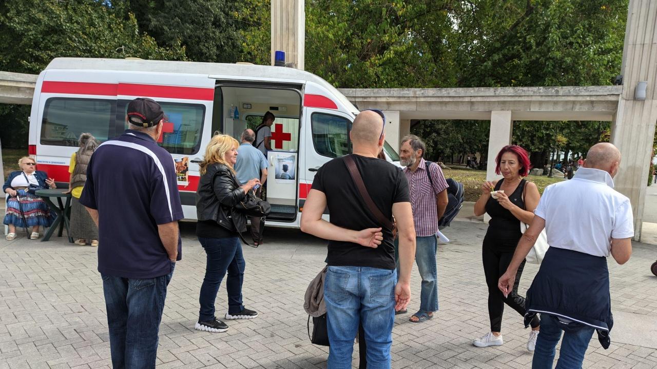 Варненци атакуваха и затвориха пункт за ваксинации
