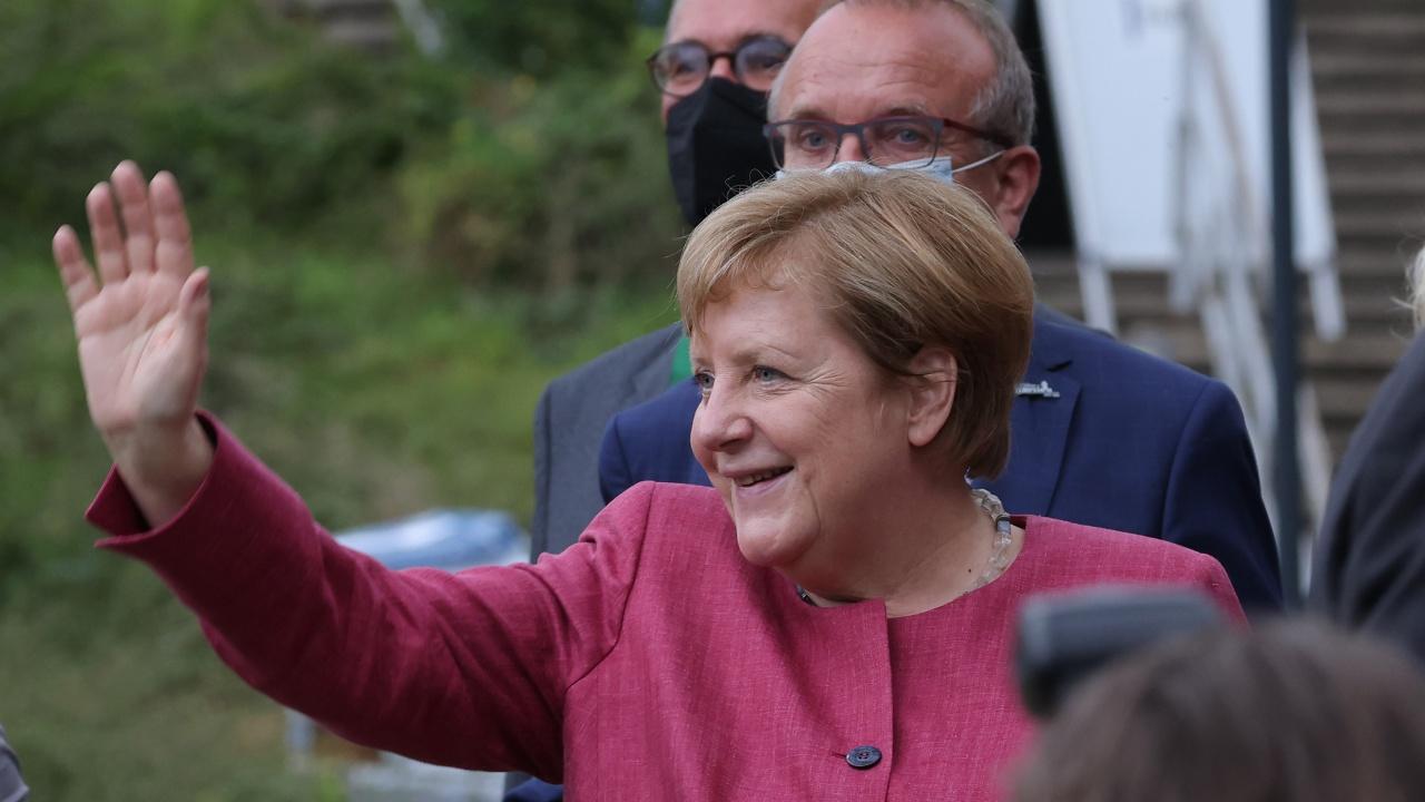 Пускат плюшени мечета, вдъхновени от Меркел