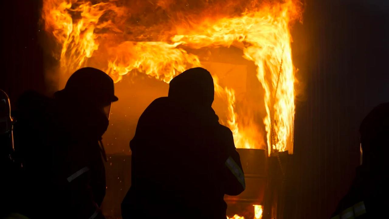 Голям пожар избухна в лагер за мигранти на гръцкия остров Самос