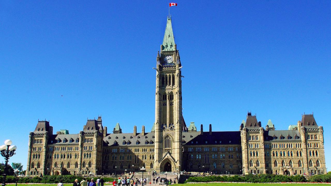 Канадците избират нов парламент, очертава се оспорвана надпревара