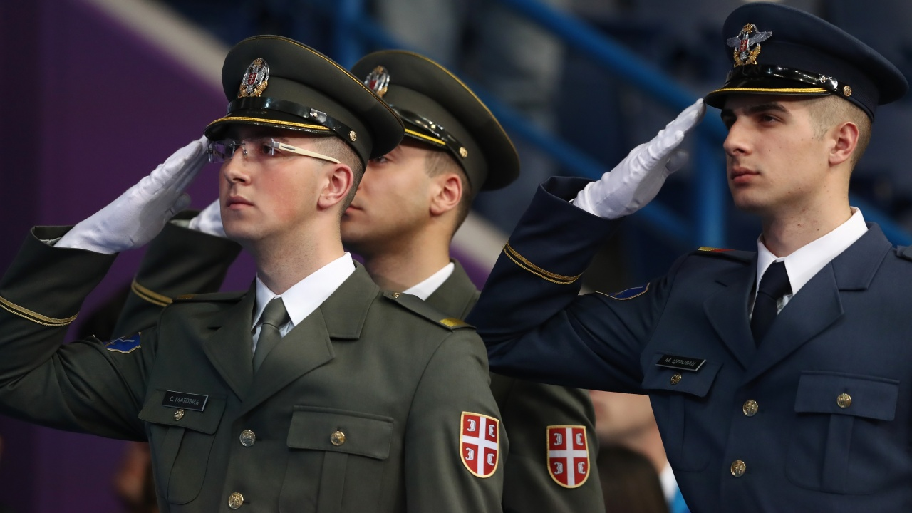 Сръбските гражданки: Върнете казармата