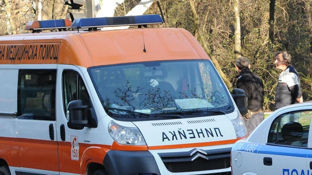 Инцидент на пешеходна пътека в Бургас. Кола блъсна пиян мъж