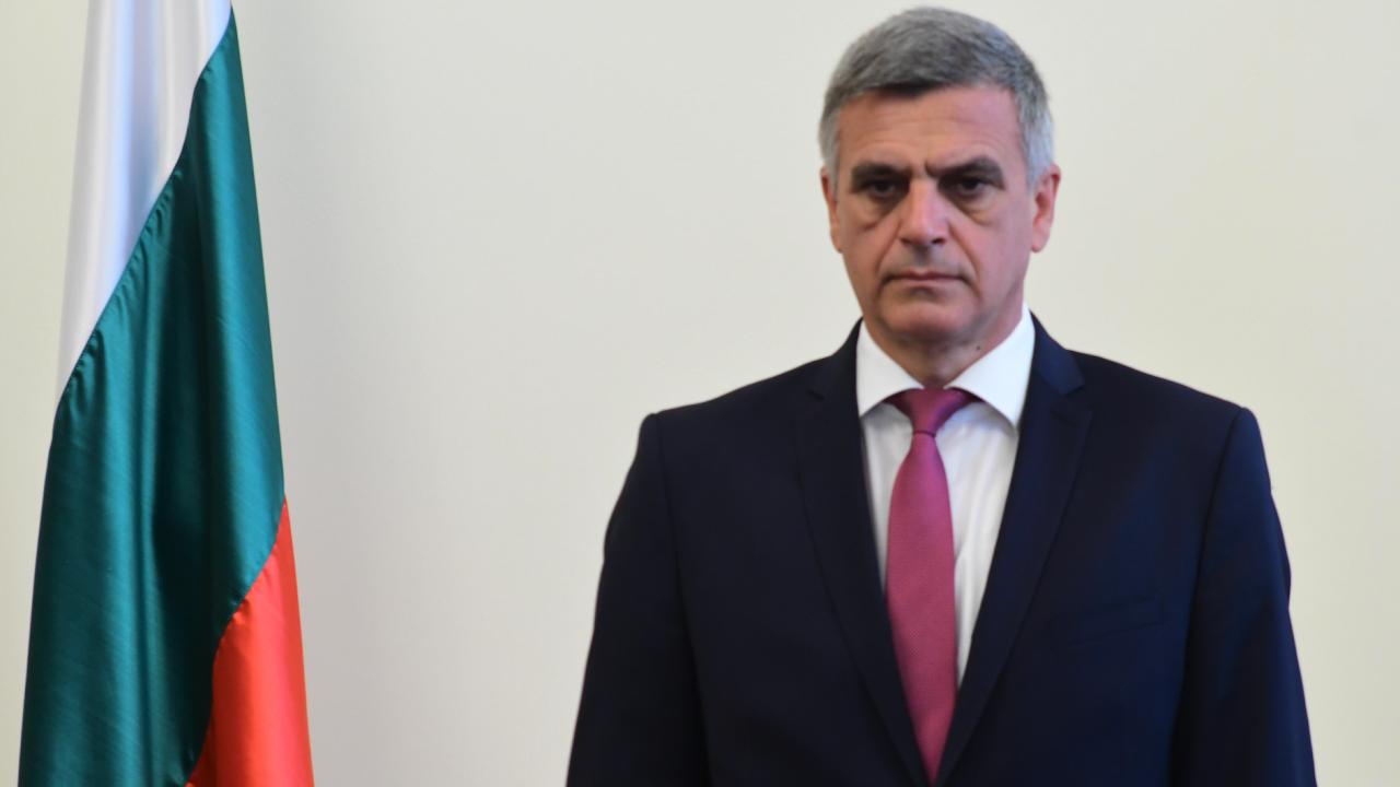 Стефан Янев освободи двама зам.-министри и назначи трима нови