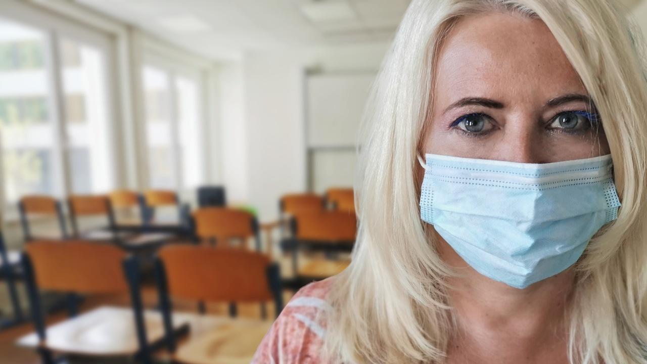 Нито един заразен с COVID тестван педагог