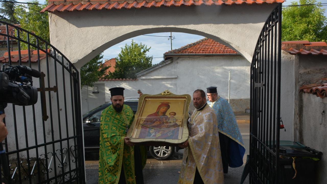 "Чудотворната икона на Пресвета Богородица ""Скоропослушница"" пристигна в Харманли"