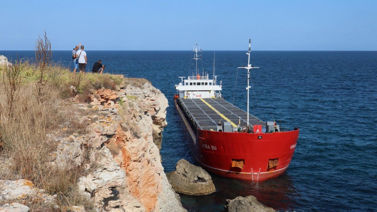 Има ли опасност от разлив на гориво от заседналия край Яйлата кораб?