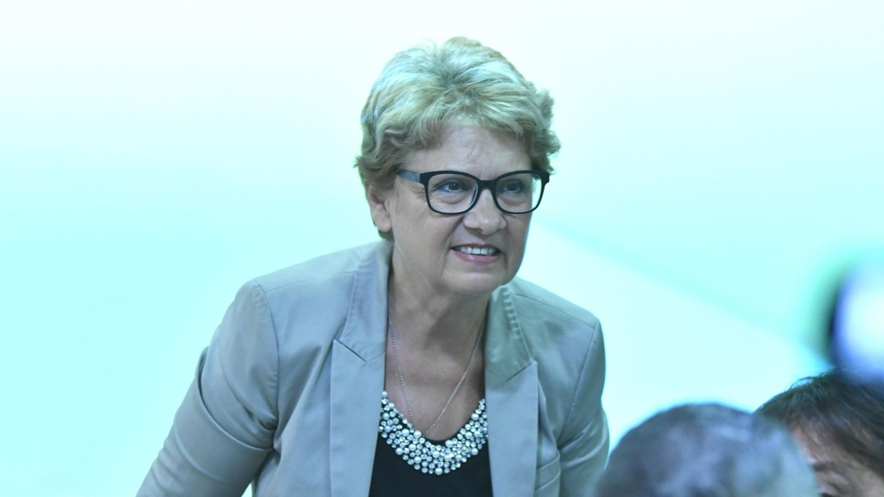 Министър Комитова помогна за отстраняването на тежка авария в Хасково