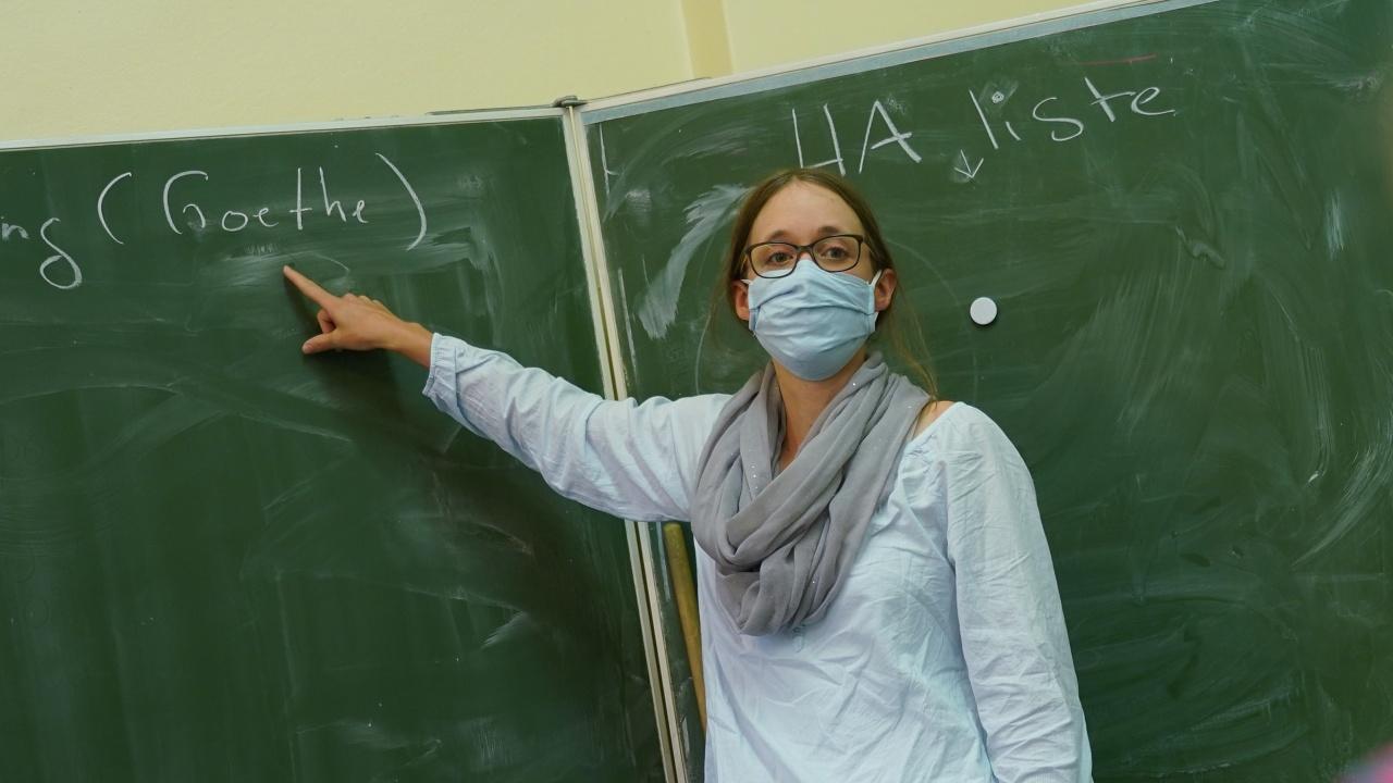 "Учители без ""зелен пропуск"" в Израел ще излизат в принудителен неплатен отпуск"