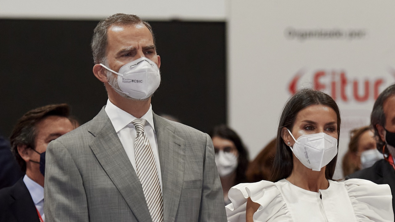 Испанската кралска двойка посети пострадали от изригването на вулкан в Ла Палма