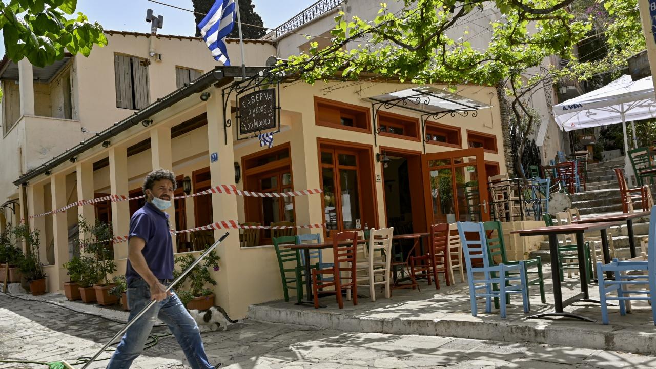 Локални ограничения срещу COVID в още три региона в Северна Гърция