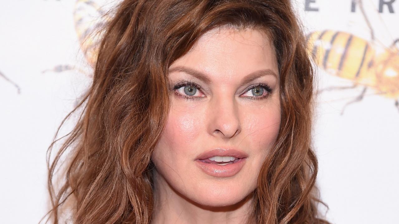 Линда Еванджелиста заведе дело за 50 милиона щатски долара заради козметична процедура