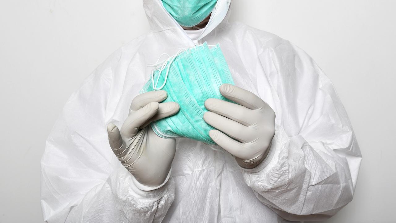 АКФ: МЗ е закупила и раздала дефектни маски и лекарствени средства на медици