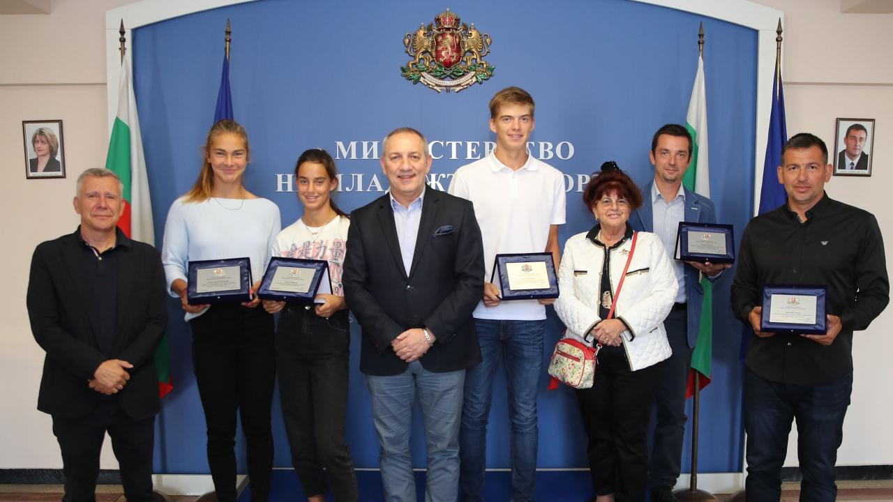 Министър Андрей Кузманов награди млади таланти в тениса