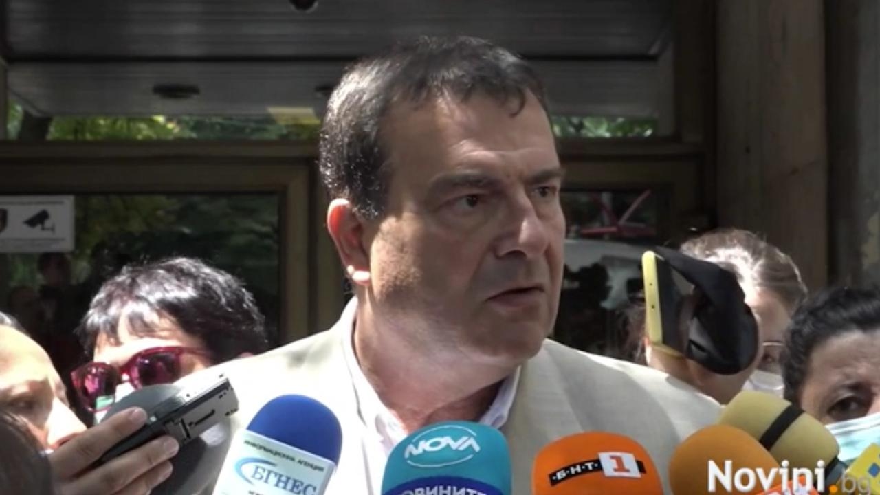Зам.-министърът на здравеопазването: Ако продължим със същото ваксинационно покритие, може да бъдем поставени в червената зона