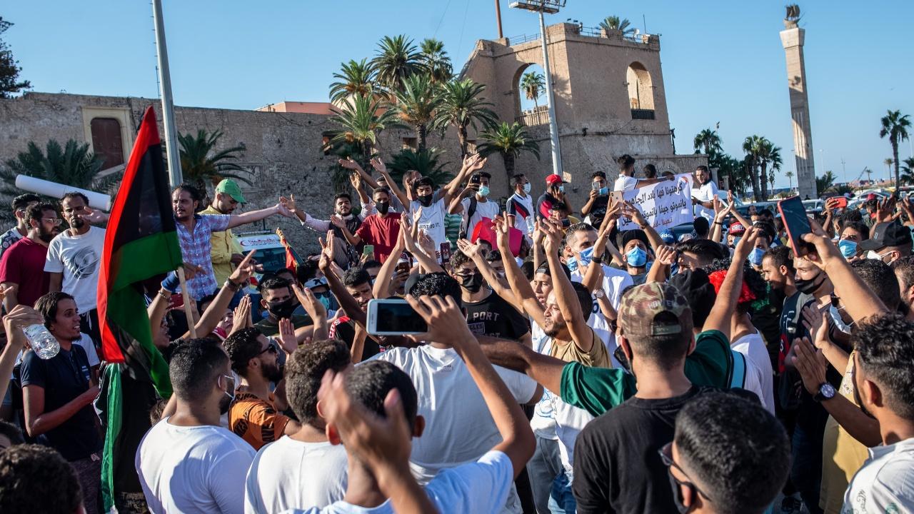 Стотици на протест в Либия срещу вота на недоверие на временното правителство