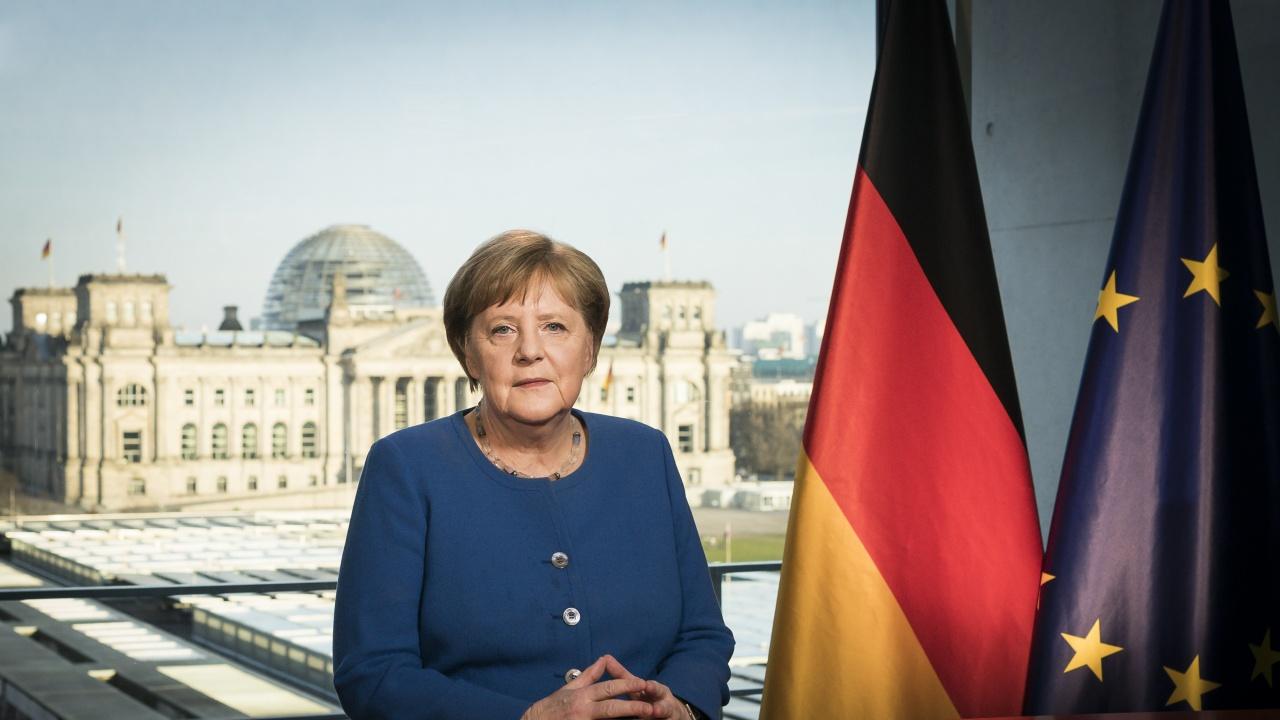 Меркел подкрепя консервативния кандидат часове преди изборите в Германия