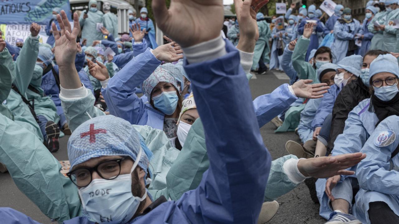 Десетки хиляди души протестираха в цяла Франция срещу здравния пропуск