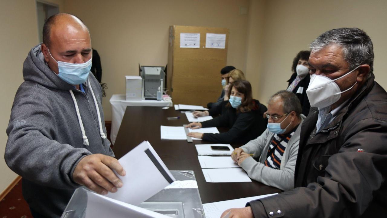 Избирателната активност на референдума в с. Мадара е над 34 процента към 16.00 часа