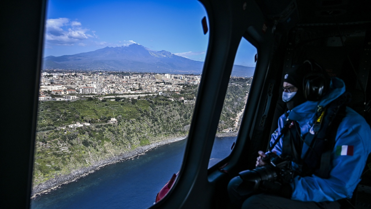 Летището на испанския остров Ла Палма отново е отворено, но полетите не са възобновени