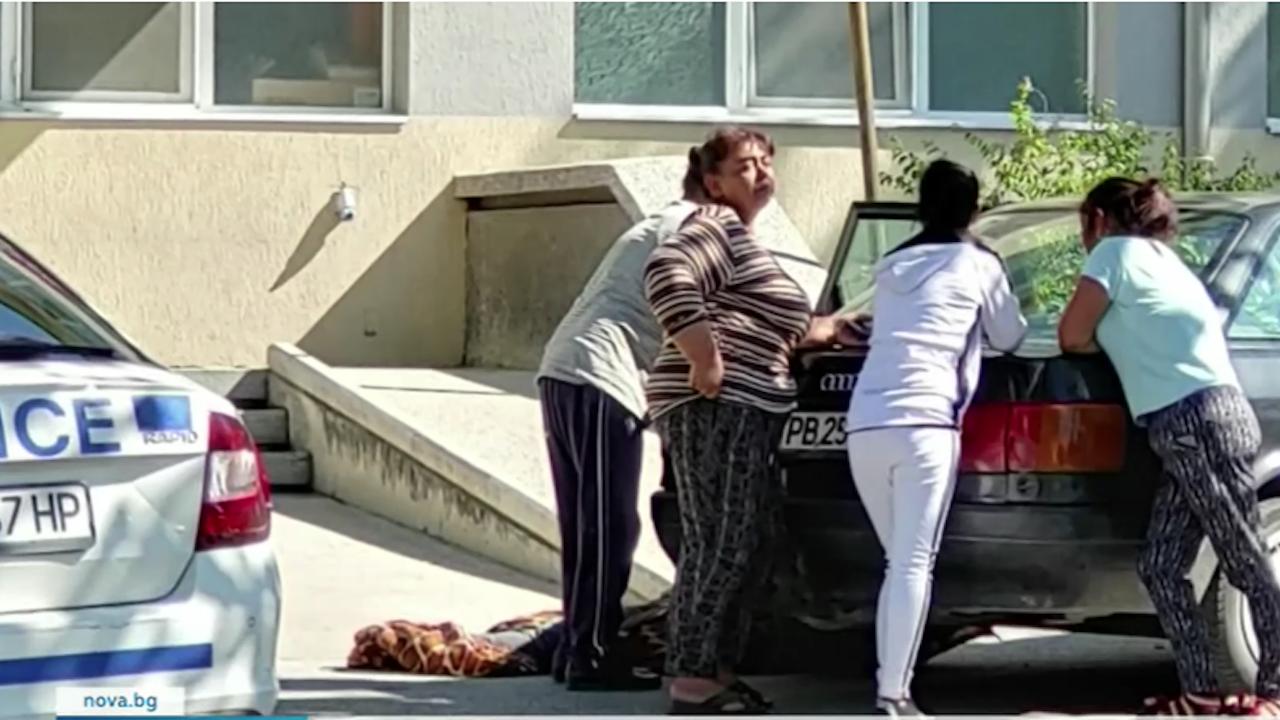 27-годишен мъж издъхна пред болница в Асеновград